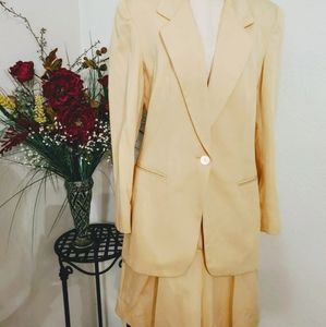 Liz Claiborne 💛 Dress shorts and blazer suit